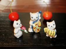 『猫のバンド』<br />人気の猫の中でもNo.1!<br />※チェリーは実物です。