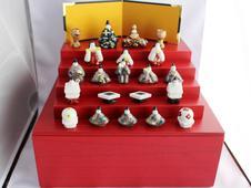 『ミニ五段飾り雛』<br />雛人形も雛段も箱の中にスッポリ収納。