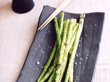 確かな技術と時代の流れに身を委ねることのない独特の世界観で、目の肥えた陶芸ファンを魅了し続ける作家・天平窯 岡晋吾氏とのコラボレーションにより誕生した和食器シリーズです。