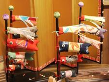 店主手作りのこいのぼり。季節を彩る雑貨もございます。