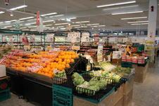 旬で新鮮なお野菜、果物を豊富に取り揃えております。