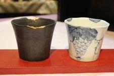黒釉金継ぎ(こくゆうきんつぎ)、染付葡萄絵フリーカップ