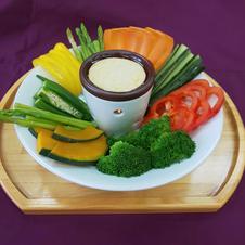 お野菜を手軽に食べられるバーニャカウダ用の有田焼のポットです。