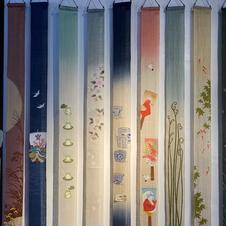 細めの麻のタペストリー。<br />京都から取り寄せている麻のタペストリーは手織りで全て手作業で染めています。<br />廊下の突き当たりの壁や床の間に3本飾っても楽しいですね。