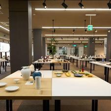 arita mononosu<br />佐賀県陶磁器工業協同組合(多くの窯元が加盟する組合)が運営するギャラリー