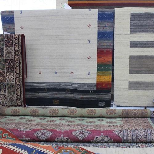 今、一番人気のイランの手織り絨毯ギャッベ