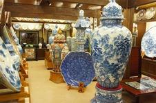 日本一の大壷もある総額3億円の磁器の間。