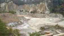 磁石場採掘跡の大きさは、南北約400m×東西約250mです。