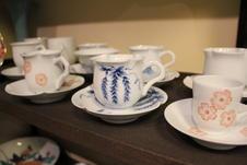 ロクロによる手作りのカップは手に馴染みやすいと好評です。