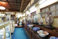 陶彫と呼ばれる細工物や、細部まで丁寧に描かれた美術品など、先人たちの残した貴重な逸品をご覧いただけます。