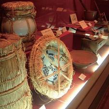 有田で焼かれたやきものは、荷師の手によって厳重に梱包され、国内のみならず海外に旅立ちました。
