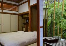 竹の生える小さな中庭は、風情を感じられる癒しの空間です。