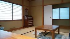 ゆったりとした8畳の和室です。