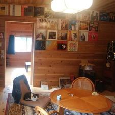 懐かしのレコード鑑賞ができます。(テレビ・CDプレーヤー・DVDプレイヤー・カラオケ完備)<br />