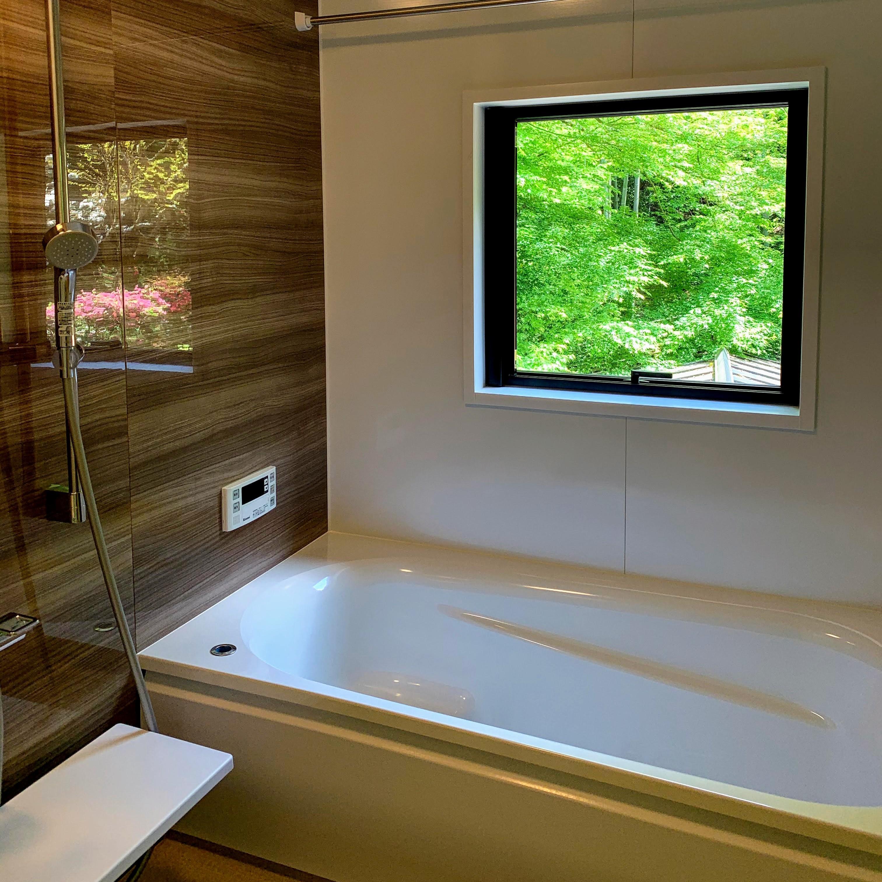 浴室からも庭園を眺めることができます。