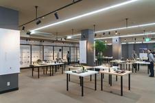 常設で組合員の作品などを展示しており、特別展示として、季節ごとにテーマを設けた組合員窯元展を開催しています。