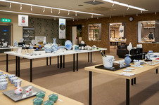 第2ギャラリーでは、伊万里・有田焼伝統工芸士会会員の作品を常設展示・販売をしています。